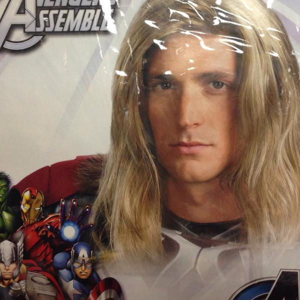 I love Chris but @Marvel has decided to make a change.  I will be Thor in @Avengers http://t.co/X9AWpIDHvg