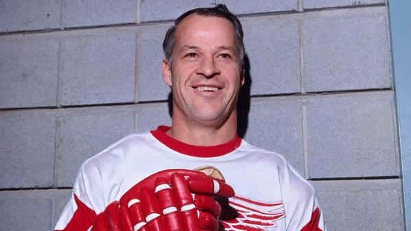"""""""@SInow: Hockey Hall of Famer Gordie Howe has suffered a stroke: http://t.co/aM2ii8hl2R http://t.co/D9rehqVQc3"""" sending wishes for recovery"""