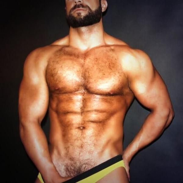 Estos hombres musculosos estn muy calientes - Pornes