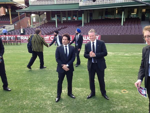 Sachin Tendulkar and Steve Waugh guests of honour at the Bradman Foundation Dinner SCG http://t.co/COUDHqDNdz