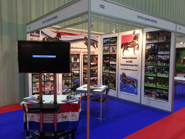De Al Fares Horse Fair is van start! Grote belangstelling en veel Nederlanders om ons paardenland te promoten. http://t.co/J58cUielQX