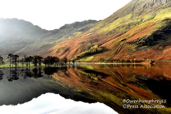 Perfect mirror image at #buttermere  @lakedistrictnpa @LakeDistrictPR @Cumbria_Lakes @BBCSpringwatch #Autumnwatch http://t.co/w5Vy4blCeY