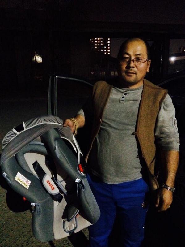 Өглөө уулзсан таксины жолоочийн хүүхэд аюулгүй суудалтай боллоо. Б.Болортуяа танд баярлалаа @zolbadral http://t.co/zPz1B5jCOD