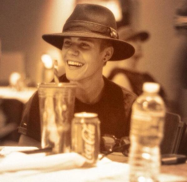 This is everything #EMABiggestFansJustinBieber http://t.co/NFO9M52D9r