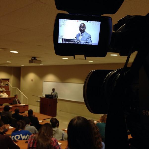 U.S. Liberian Ambassador Jeremiah C. Sulunteh speaks to Elizabethtown College students on topics like #ebola http://t.co/PP1VWt1uGM