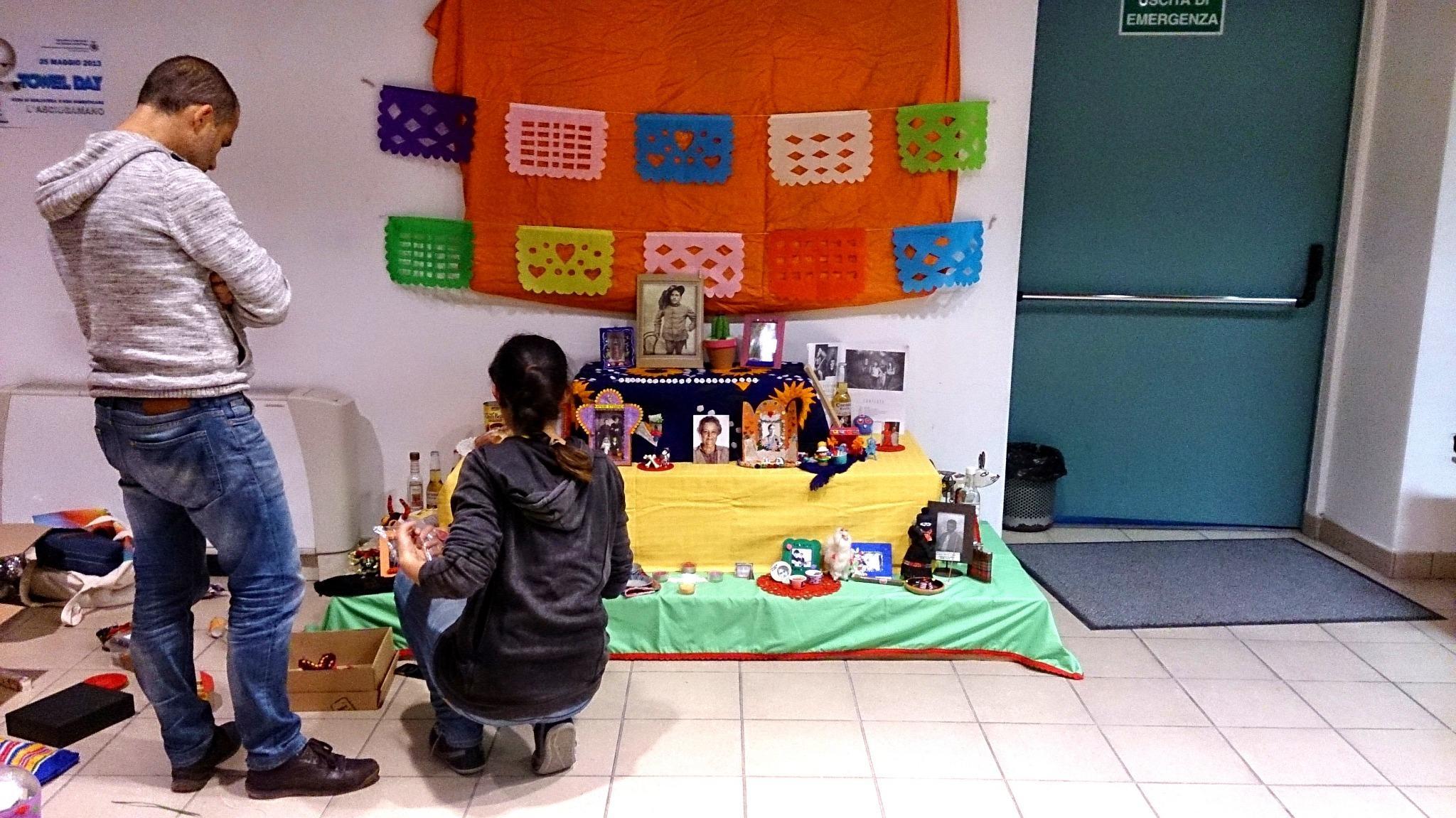Chi è Dezayeppa? - Altar de muertos Biblioteca Falconara