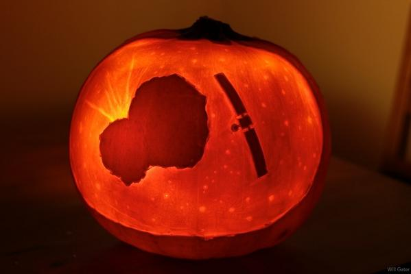 Just carved this year's pumpkin. Hope the next few weeks don't include any frights for @ESA_Rosetta & @Philae2014! http://t.co/8kObLXlH3G