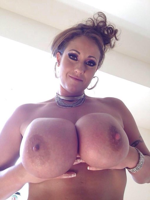 """@ObasWww: I love @EvaNotty and her #bignaturals ❤️ http://t.co/7nrC8ZKmBF"" they are not natural"