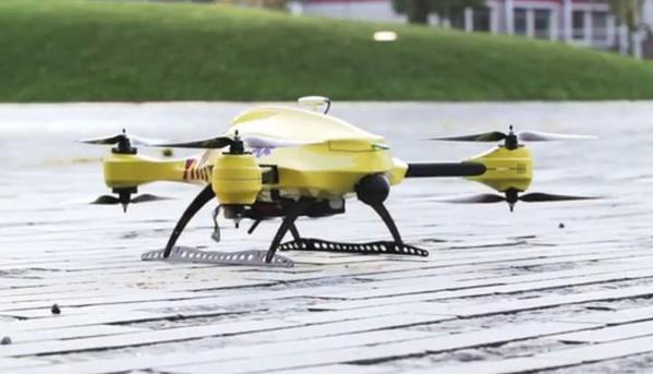 Medische wereld toont interesse in de levensreddende ambulance-drone van een TU Delft-student http://t.co/sB1WyIlZ5n http://t.co/QtZFLXmtml