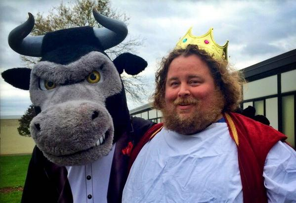 I'm Tim a tired art & media from NY dressed as a king, acting like a king!   #WeirdEd http://t.co/ti4OEMWLv4