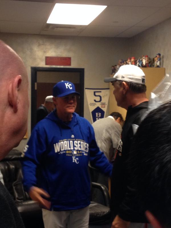Ned Yost visiting Bochy's office to congratulate him on series win http://t.co/yBfhLGktwA