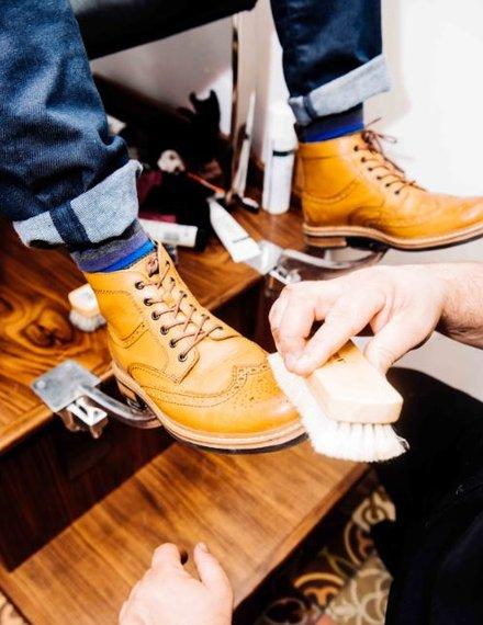 RT @clarksshoes: Visit The Men's Edit at 55 Neal Street #CoventGarden from 1pm today and get your shoes shined! #StyledByClarks #shoes http…