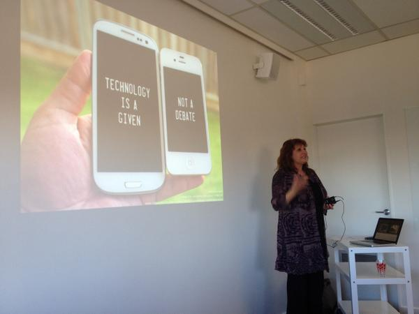 @taranz1 kicks off #eduignitewelly with her presentation on robotics, STEAM and maker cultures #cenz14 http://t.co/PDQ03j2Cpy