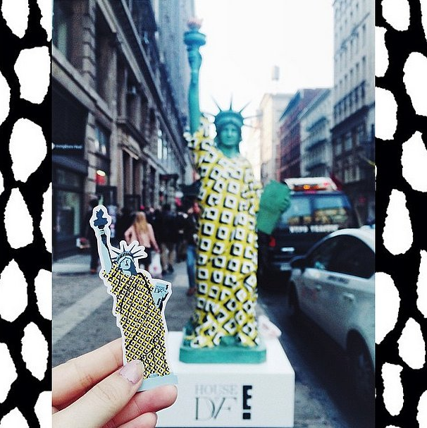 You have to see all of the wrap dresses @DVF created for these mini Lady Liberty replicas! http://t.co/7r11OVUn7L http://t.co/hz8JqiTh9z