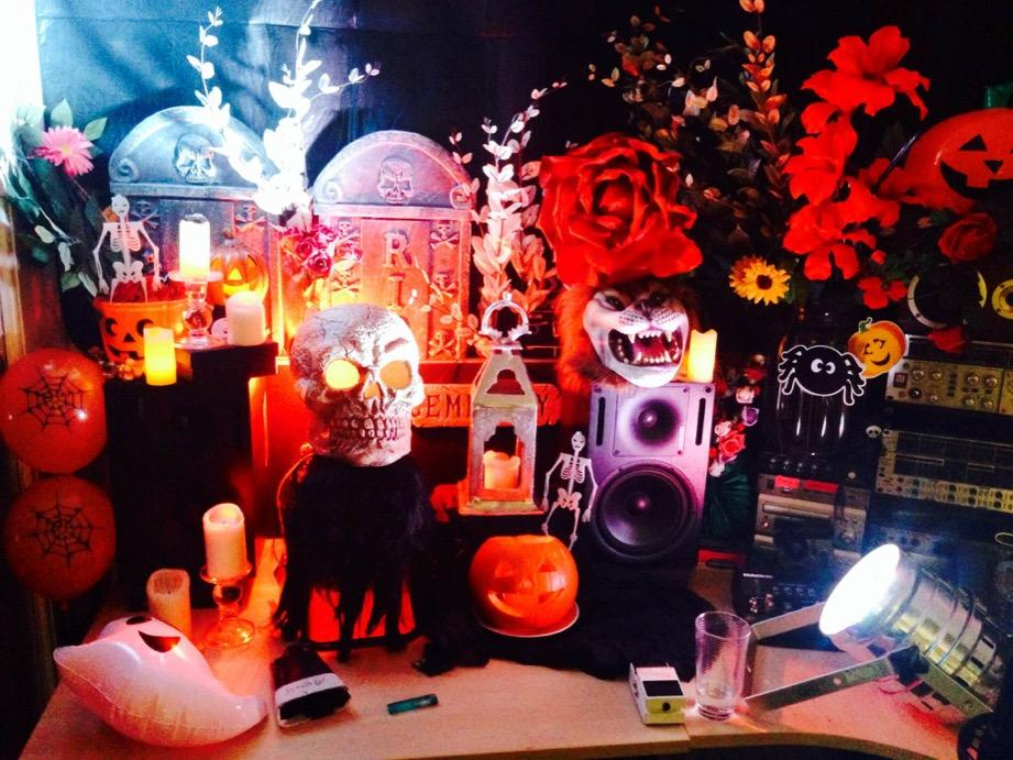 My desk at HQ. One could say I'm being rather festive 😉 http://t.co/gdLHHUEFkq