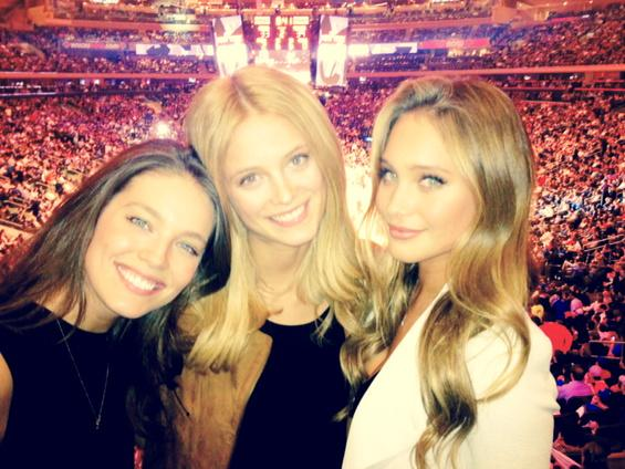 Throw back to a @nyknicks game with two of my favorite girls @emilydidonato1 @hanni_davis @SI_Swimsuit 🏀🏆🗽 @ MSG http://t.co/8fP9vWEzpk