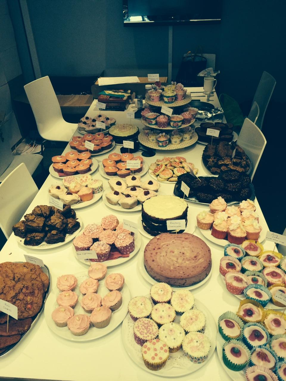 A very successful bake sale for @asdatickledpink... isn't this table a glorious sight?! #vccppink http://t.co/LwEhK36sch
