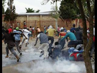"""""""@Jux_KIDDin: When u are at tema station and that guy in da queue starts coughing blood http://t.co/OQlm0FZjPk""""  Hahahahahha"""