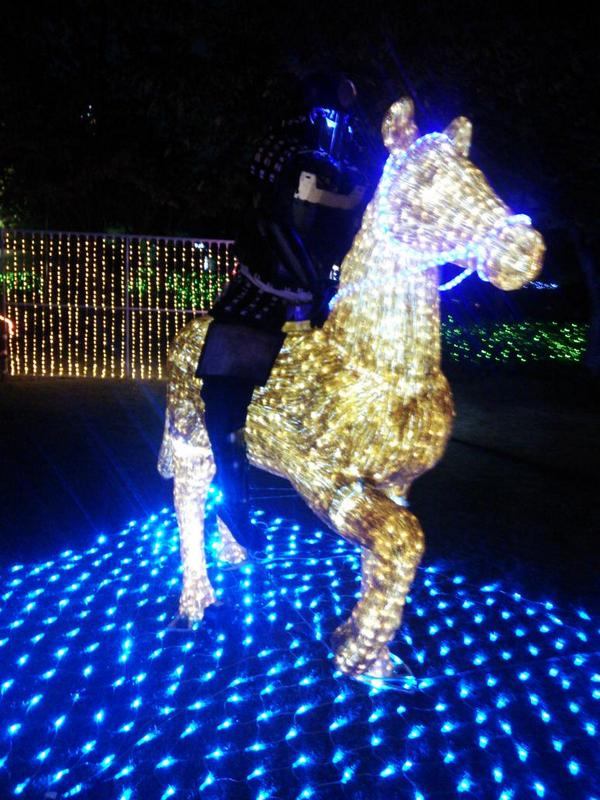 11月1日から始まる天王寺イルミナージュの内覧会に行ってきました。写真は馬に跨がる戦国武将です。なお、ヴィアあべのウォークのイルミネーションは11月6日17時から点灯しま~す! http://t.co/e4MA1yqSjK