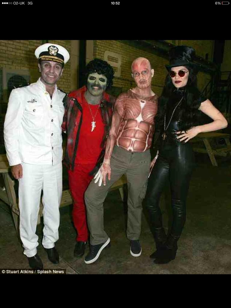 Celebrity juice halloween special tonight 10pm itv2 http://t.co/giLqzIq1q7