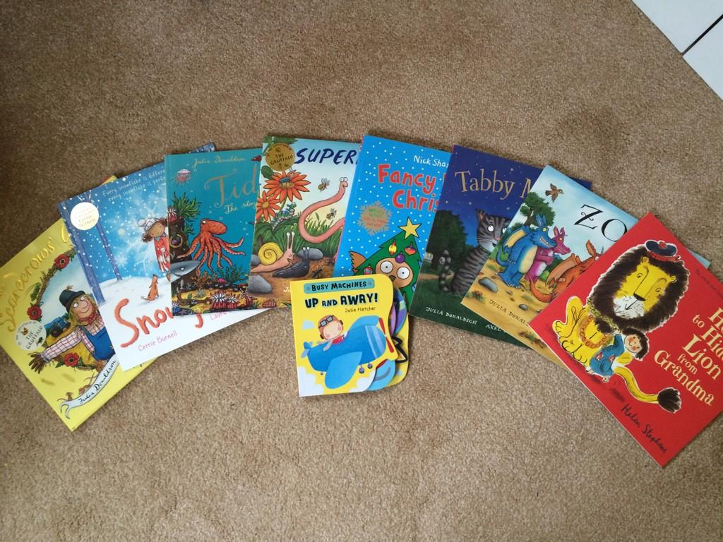 Our lovely book publisher @scholasticuk have sent these books for my daughter. Thank you so much. Lovely of you. Sam http://t.co/ixxR6Etf5w