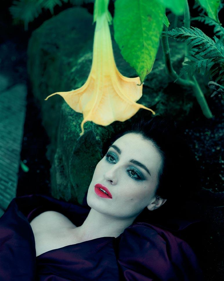 RT @TheDollUK: #HalloweenEve #throwbackthursday The gorgeous @Erin_O_Connor stars in Landscapes with a Corpse by Izima Kaoru -On|Off http:/…