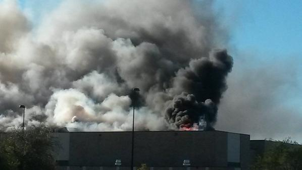 --->RT @KAKEnews: BREAKING: Plane crashes into building at @FlyICT. People possibly trapped inside. #KAKEnews http://t.co/claYmrkfDQ