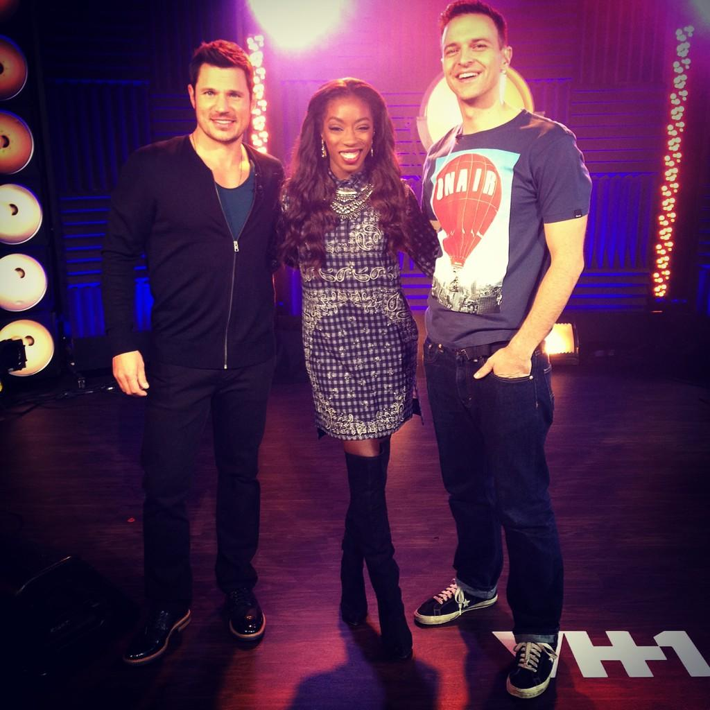 RT @NickLachey: The incredibly talented @estelledarlings graced the #vh1buzz stage this morning! #vh1music #conqueror http://t.co/X2X9Gal6vd