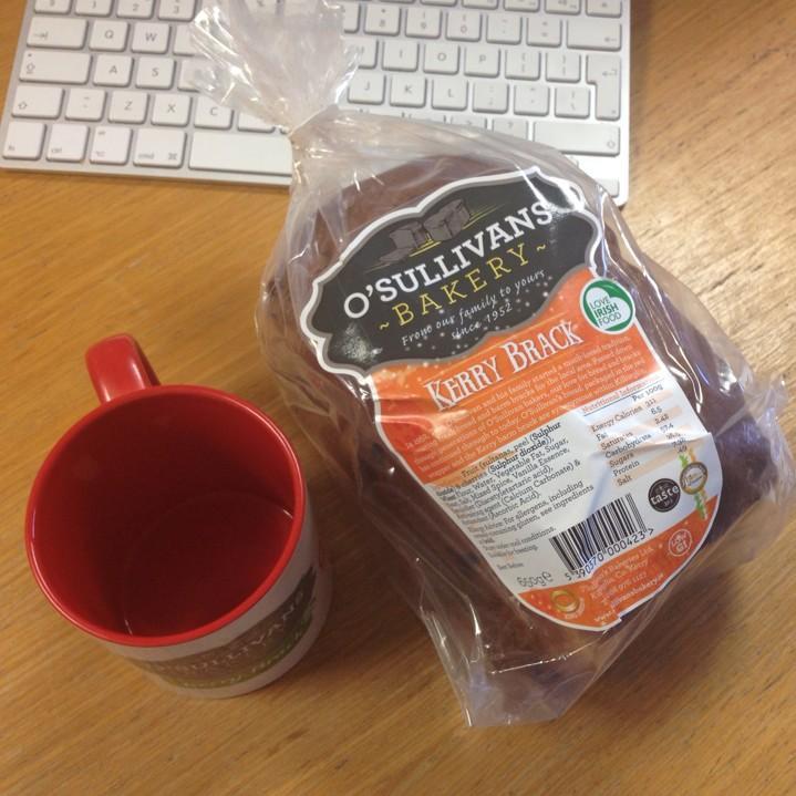 Kerry Brack courtesy of O'Sullivans bakery and a new mug! #4oclockdream http://t.co/p0sUhy6G7q