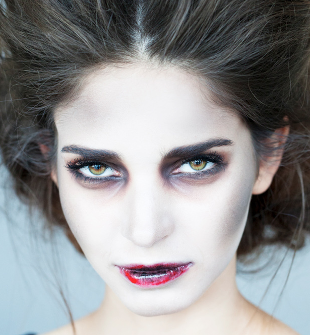 Scary-sexy makeup that is SO easy to pull off, just in time for Halloween: http://t.co/Ki1o22FQbs http://t.co/iopInXUxtb