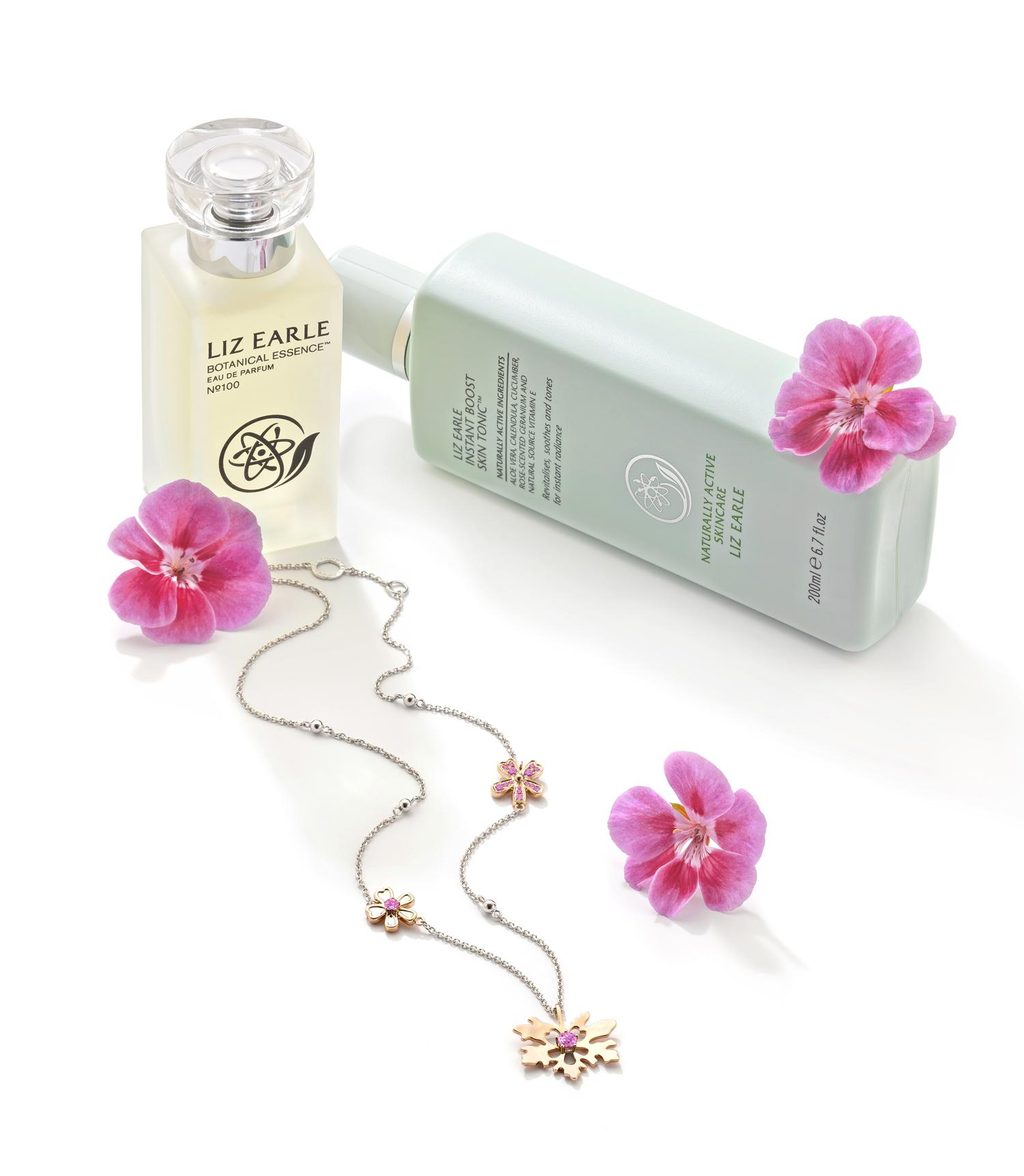Liz Earle teams up with Boodles to launch necklace http://t.co/avsBrVrWcU @lizearle @Boodles @TheCommsStore http://t.co/6XHZhujYHP