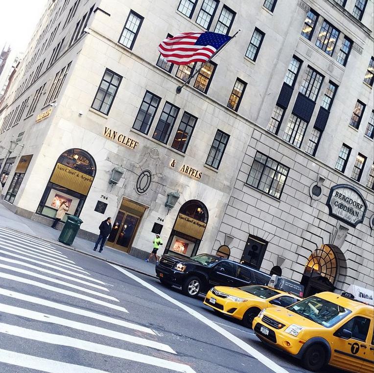 It's a brisk fall day on 5th Avenue! [snap c/o @kattanita ] http://t.co/RmO5kZMBeM