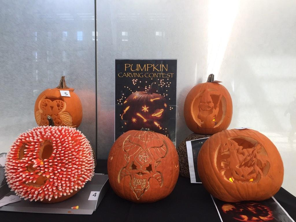 Why yes, there is an annual pumpkin-carving contest in the Cosmo caf. 🎃 #hearstlife http://t.co/uKgJdXsjAm
