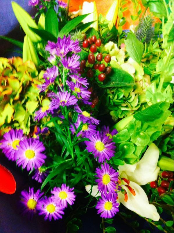 Deze #bloemen zijn voor alle @nuon collega's die hebben geholpen bij de #oplevering van @IJburgCollegeVO! http://t.co/cHLzGNwpjz
