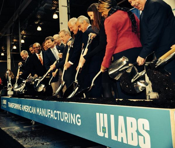 Big day for #manufacturing in #Chicago with groundbreaking of @DMDII_ & @UILABS_ with @ChicagosMayor @GovernorQuinn http://t.co/K2l3zEfQWb
