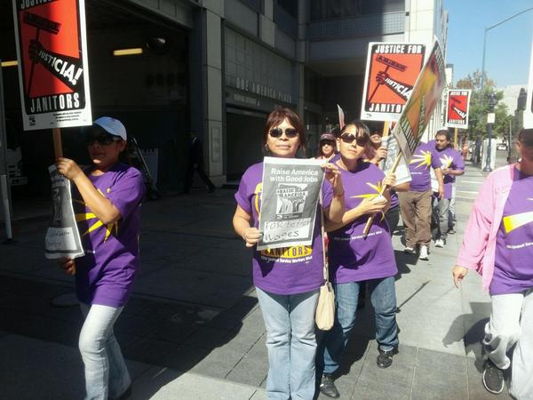 """Justice for janitors, si señor!"" they chant in San Diego #RaiseAmerica http://t.co/36YACVebP8"