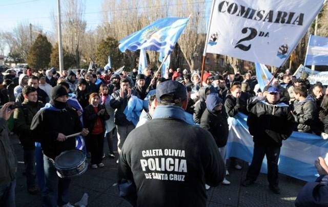 Santa Cruz | Se suman más policías al acuartelamiento