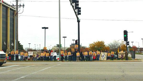 Keeping warm rallying to #RaiseAmerica in Schaumburg,  IL!! http://t.co/6DU1I08yog