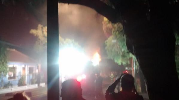 Choque de 2 autos en sucre con jose Miguel infante deja corte de luz en el sector @INFORMADORCHILE @reddeemergencia http://t.co/lOA9cegGtM