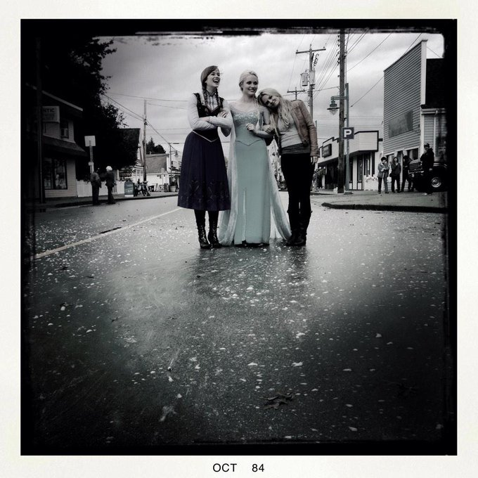 Day 67: bts with @GeorginaHaig @elizabethdlail and snow. Photo by: @joshdallas #101Smiles #UglyDucklings