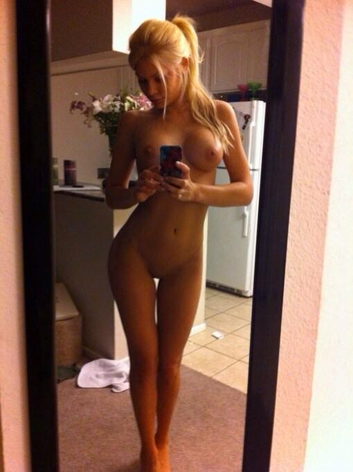 селфи голые фото девушки