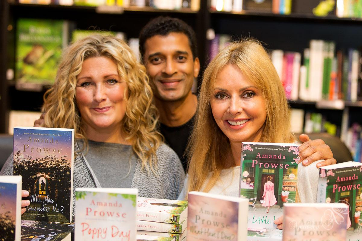 RT @aminart: @MrsAmandaProwse @dmullhi @carolvorders @MajorProwse Totally blown away, in the company of two beautiful goddesses :) http://t…