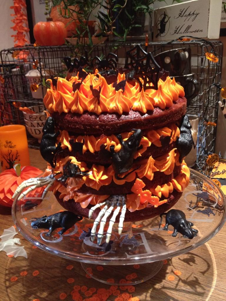 RT @bonniepipkin: This! What a cake! Amazing work Ma Baker! x🎃x http://t.co/3uVHl5c89l