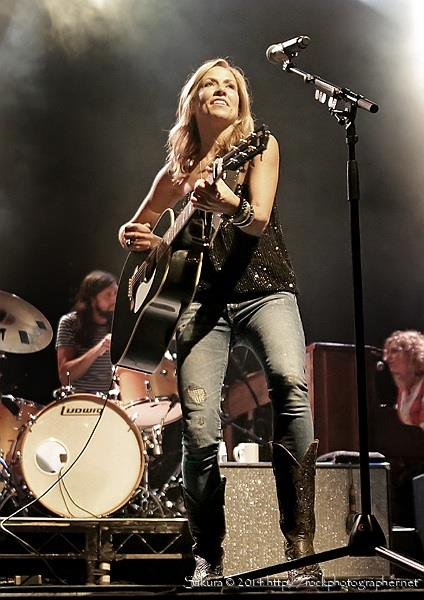 RT @SakuraPhotogrrl: the amazing @SherylCrow brings joy to Manchester Ritz last night - here's a quick pic -> http://t.co/0hSvOYUe48
