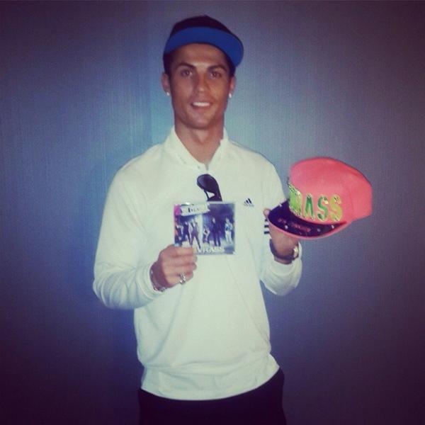 Que el #1 del fútbol sea #Kvrista no tiene precio gracias @Cristiano que detallazo muchas gracias por tu apoyo http://t.co/J9PubJNsRq