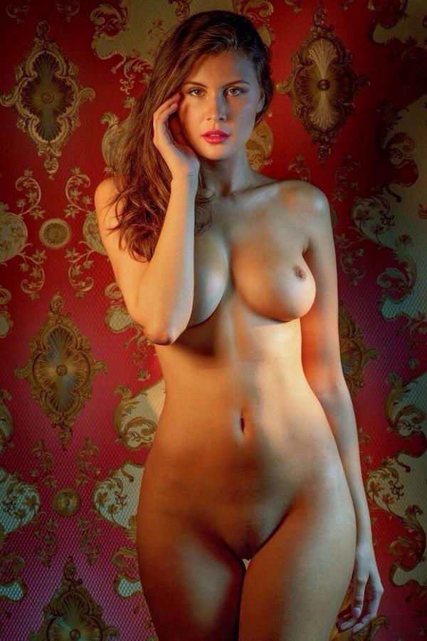 Фото женской голой фигуры