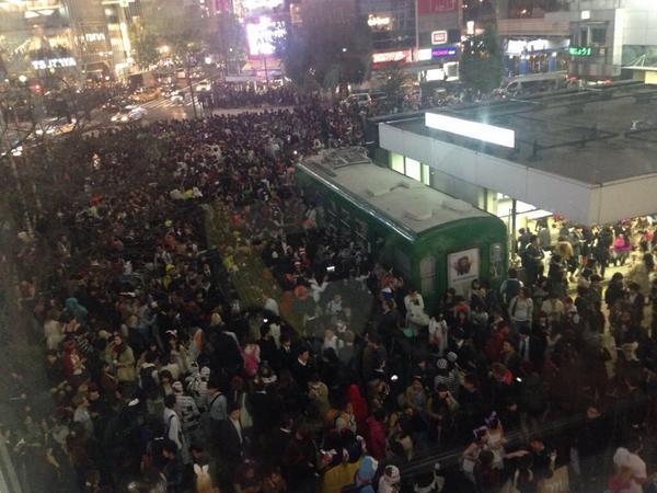 なんで!古代ケルト人にルーツを持つ!収穫のお祭りで!渋谷が!激混みする必要が!あるの!!?! http://t.co/Ze5x97yPam