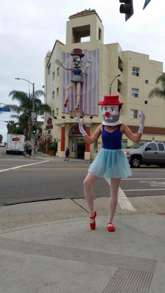 Happy Halloween, Venice! Heavy is the head that wears the clown. @Venice311 @lozzadraws http://t.co/xskKpn4TDh