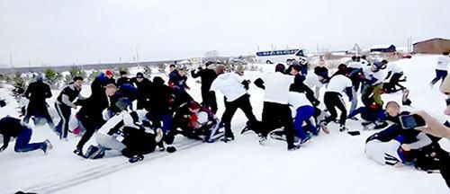 76 Russian Soccer Fans Have Epic Brawl On a Highway http://t.co/aC1GiQjLY0 http://t.co/Uhf2GAvJmH