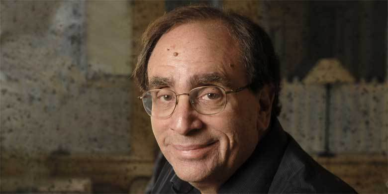 R.L. Stine Live Tweets A Creepy Short Story Just In Time For Halloween http://t.co/caHElhUecr http://t.co/sBvVyYVOI7